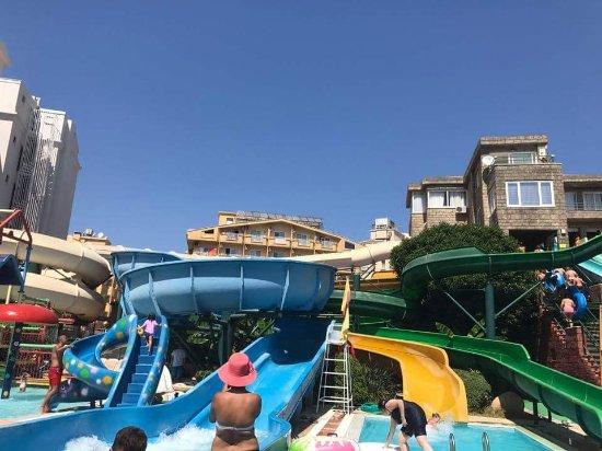 Marmaris Atlantis Waterpark : A view of some slides