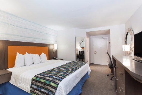 Days Inn Lanham Washington D.C: Newly renovated king guestroom