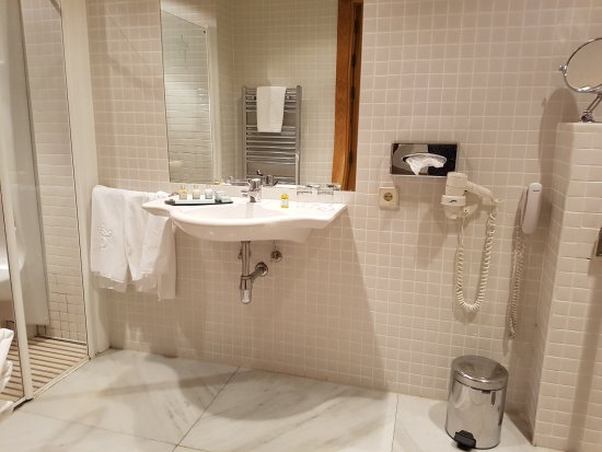 Parador de Salamanca: baño adaptado