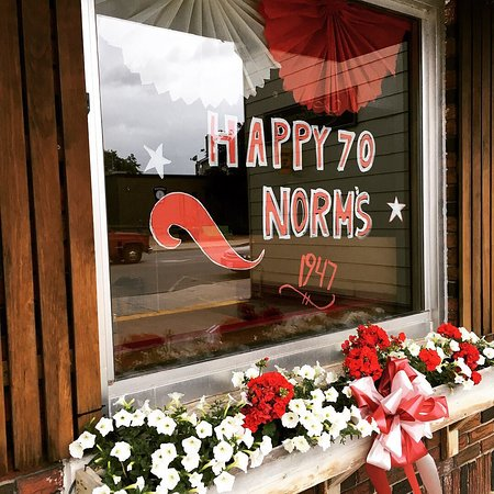 Hanover, Canadá: Norm's celebrates 70 years in business!