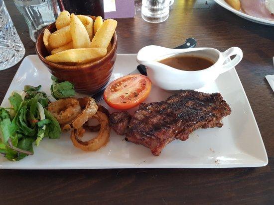 Shepperton, UK: Sirloin steak with peppercorn sauce