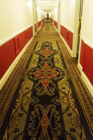 Bourbon Orleans Hotel: Corridor to the room