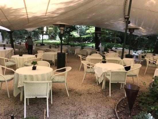 Parkhotel Laurin: Abendessen in dem zauberhaften Hotelgarten