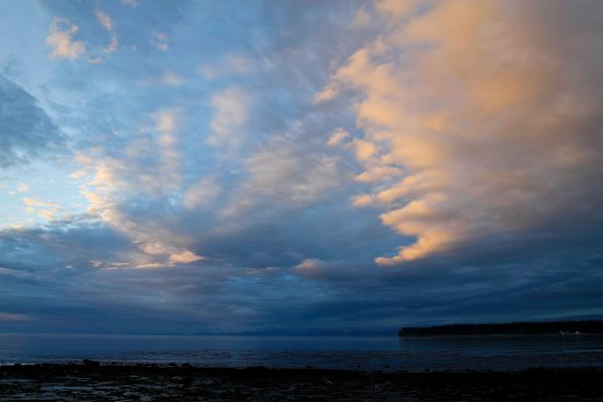 Port McNeill, Canadá: Awesome sunset - Cluxewe Resort