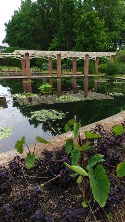 Huntsville botanical garden al visiting huntsville - Huntsville botanical gardens hours ...