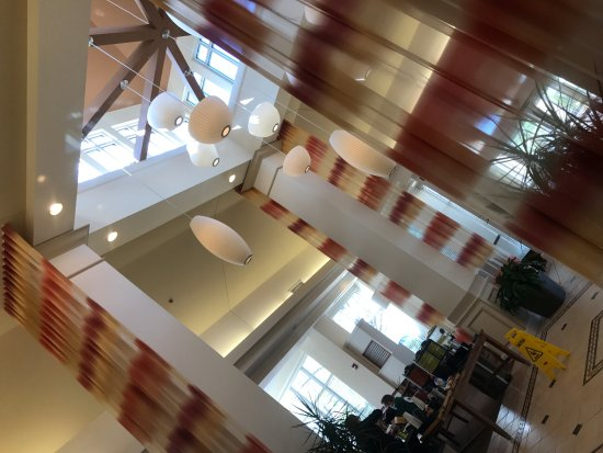 Hilton Garden Inn Oshkosh: Lobby...entrance...