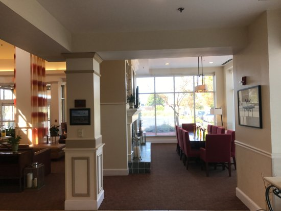 Hilton Garden Inn Oshkosh: Open meeting room, dining...