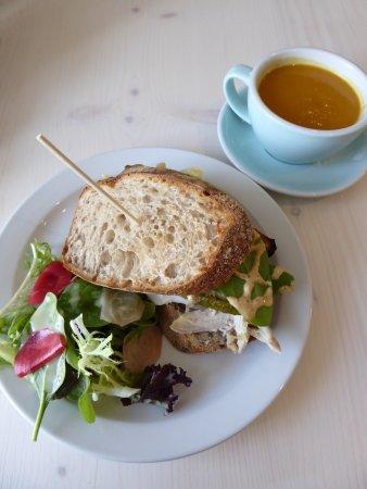 Maynooth, Irlanda: Chicken Reuben sandwich with sweet potato and cumin soup