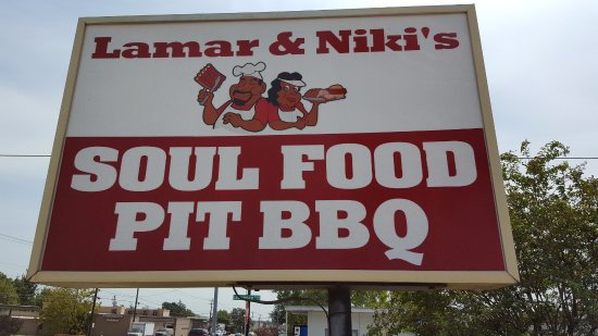 Bryan, TX: Sign in front of the restaurant