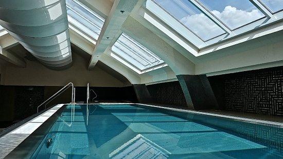 Continental Hotel Budapest: La piscine couverte