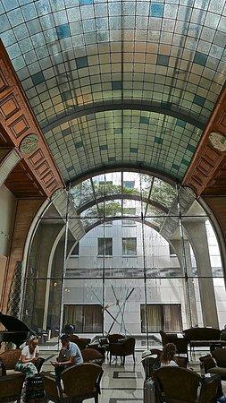 Continental Hotel Budapest: Rez de chaussé . Accueil . Concierge . Piano accès bars et restaurant