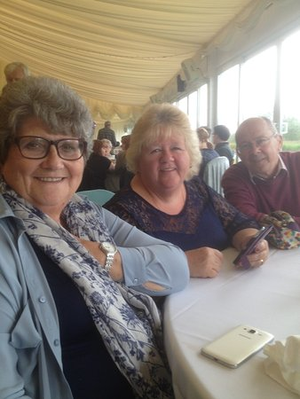 Cottrell Park Golf Resort: My wife and friends enjoying our day out at Cottrell park..