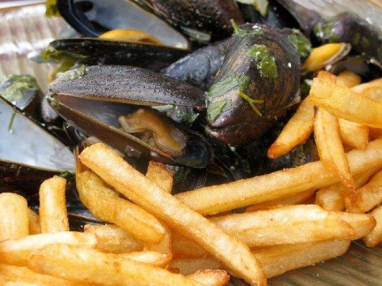 Saint-Affrique, Frankrig: Cuisine eT plats proposés au jardin !!
