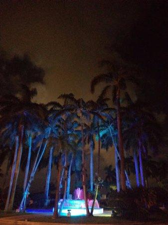 El Conquistador Resort, A Waldorf Astoria Resort: Front Drive up Fountain