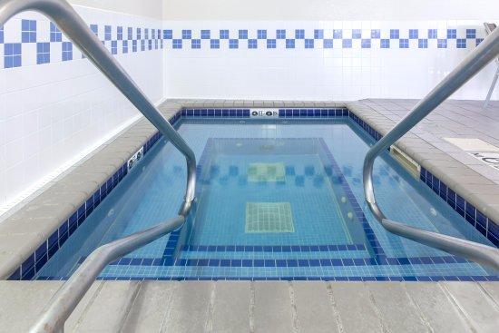 Fairfield Inn & Suites Minneapolis Eden Prairie: Hot Tub