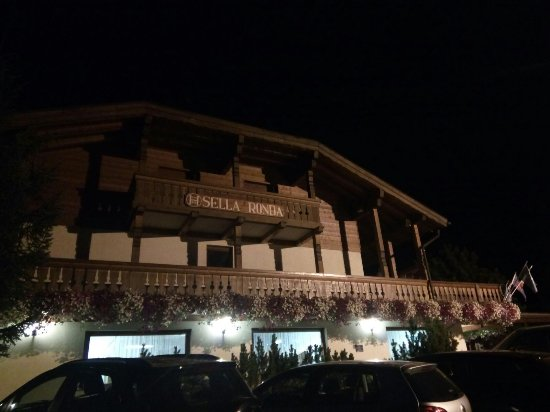 Hotel Sella Ronda: Prima visione notturna appena arrivati