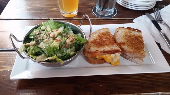 Loose Moose: Grilled Mac and Cheese and Caesar