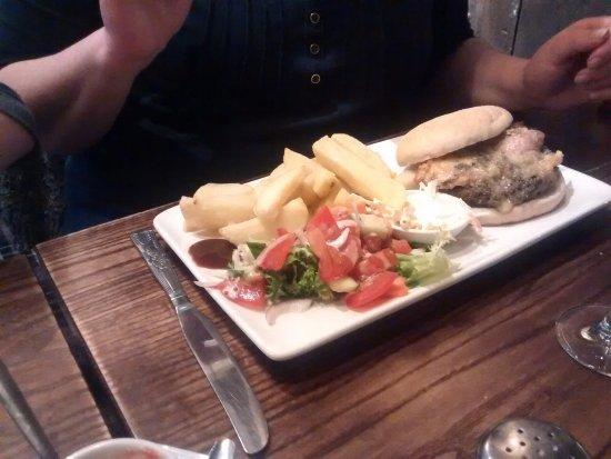 The Sportsman: Sportsman Burger & Chunky Chips