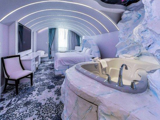 Hollywood Luxury Theme Room Fantasyland Hotel