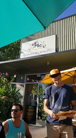 Burnside Brewing Company: Outside seating, friendly staff!