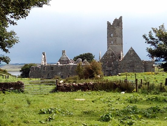 Killala, Ireland: Walking through the farm fields to Moyne Abbey