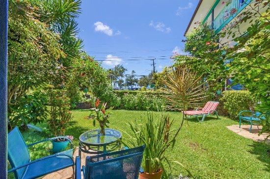palm floor garden area - Picture of Garden Island Inn Hotel, Lihue ...