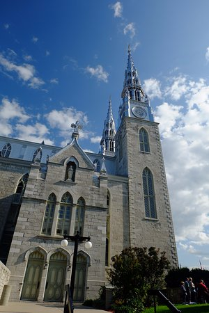 Notre Dame Basilica: In front of the cathedral