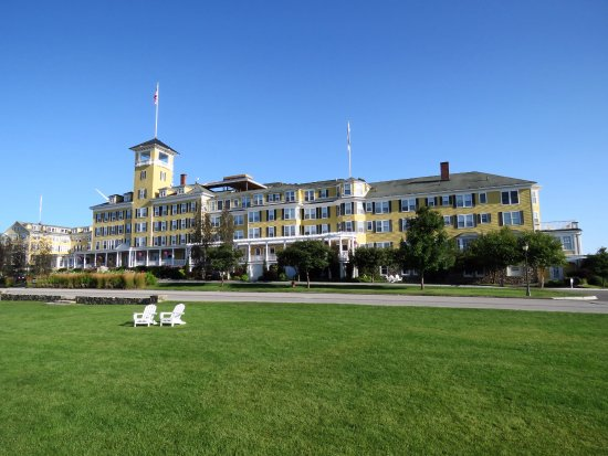 Whitefield, NH: View of front of Hotel from front lawn,