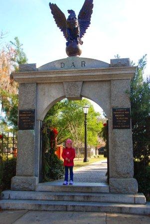 Colonial Park Cemetery: Cemetery entrance