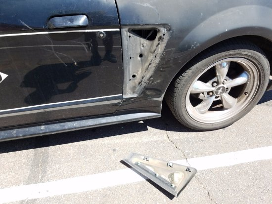 Tolleson, AZ: somebody broke into my car and stole my things here