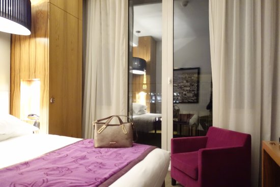 Hotel Etoile Saint-Honore: Outro quarto - quando voltei 6 meses depois.