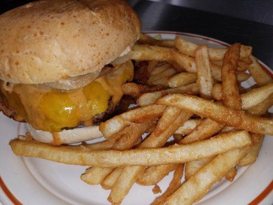 อัลบีออน, มิชิแกน: Stuffed Briton Burger