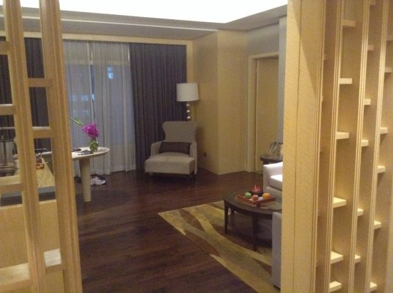 Amari Watergate Bangkok: We had a corner suite.Great views from many windows.Highly recommended.