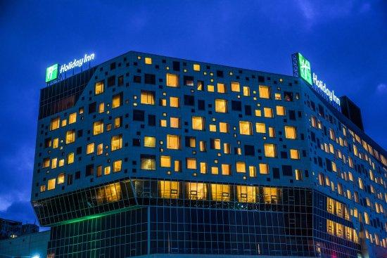 Holiday Inn Gwangju: 야경 호텔 외관