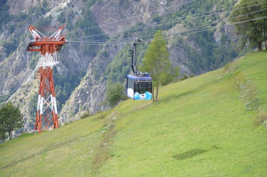 Antey Saint Andre, Italy: La cabina in arrivo a Chamois