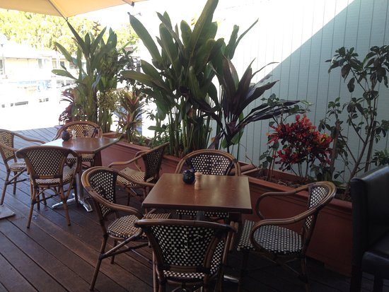 Cafe VinCino: Front seating