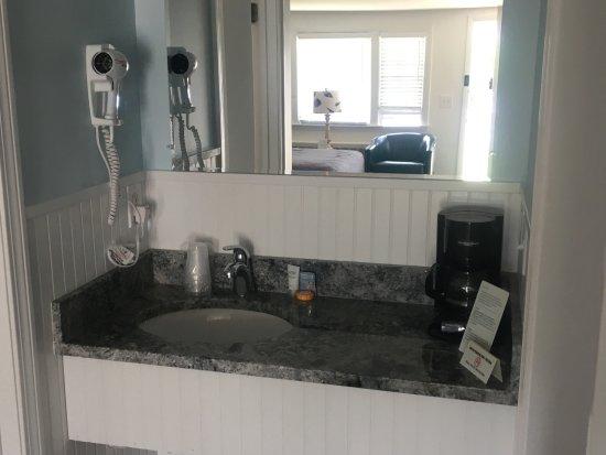 Chatham Highlander: Room 215 bath