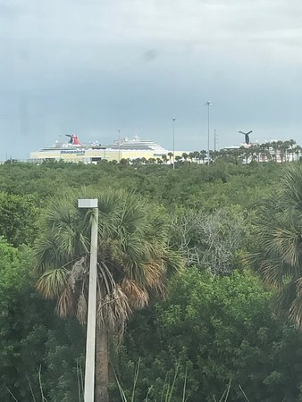 Country Inn & Suites By Carlson, Port Canaveral: The view from the room on embarkation day!