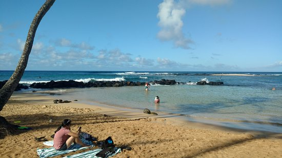 Poipu Beach Park: Get there early