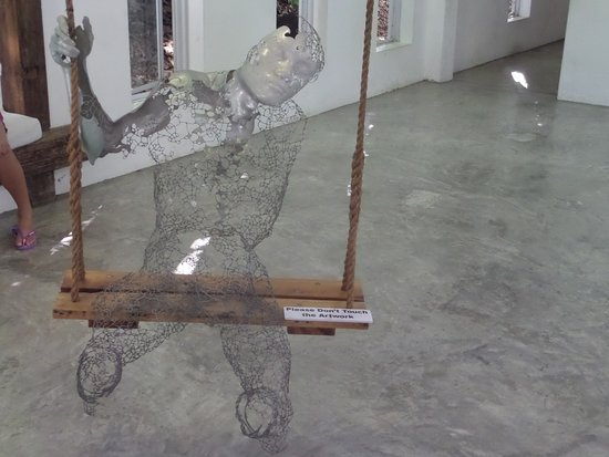 Pinto Art Museum: man of wire
