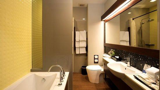 Holiday Inn Resort Krabi Ao Nang Beach: Guest Bathroom