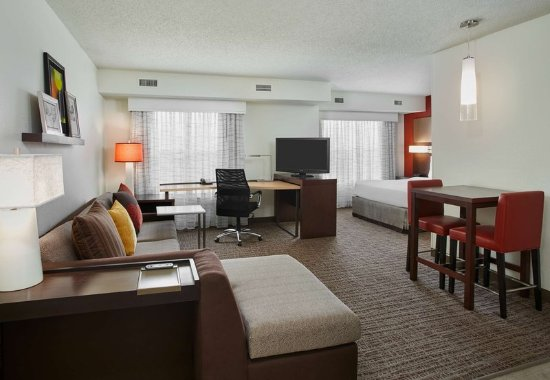 Pontiac, MI: Studio Suite - Living Area