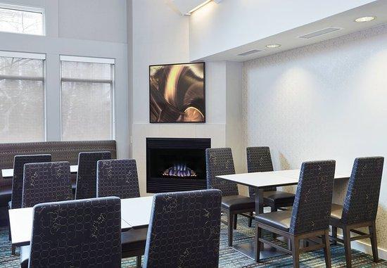 Pontiac, MI: Lobby Fireplace