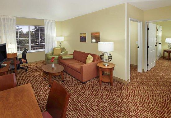 Campbell, Californië: Two-Bedroom Suite Living Area