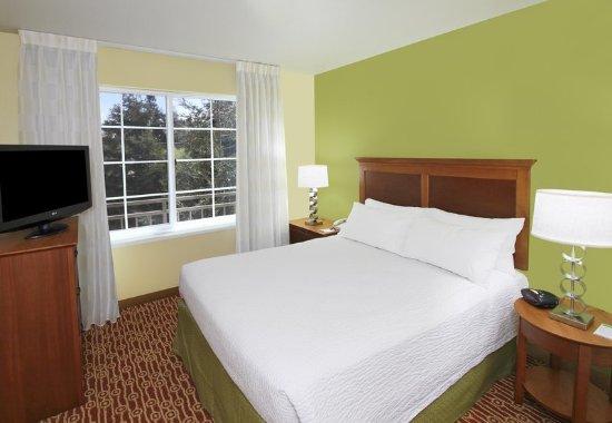 Campbell, Californië: Suite Bedroom