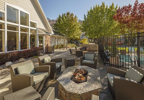 Holladay, UT: Outdoor Patio & Grill Area