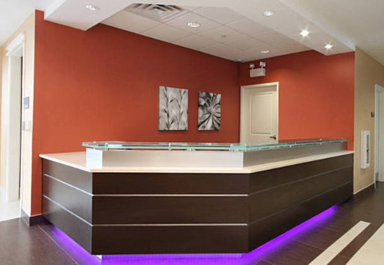 Woodbridge, NJ: Front Desk