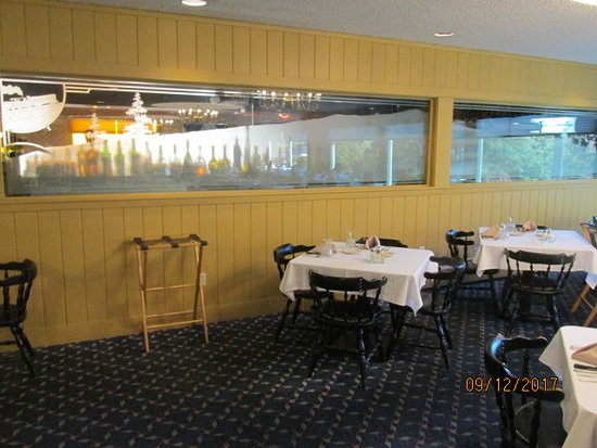 Interior picture of town and country motor inn for Town and country motor lodge gorham nh