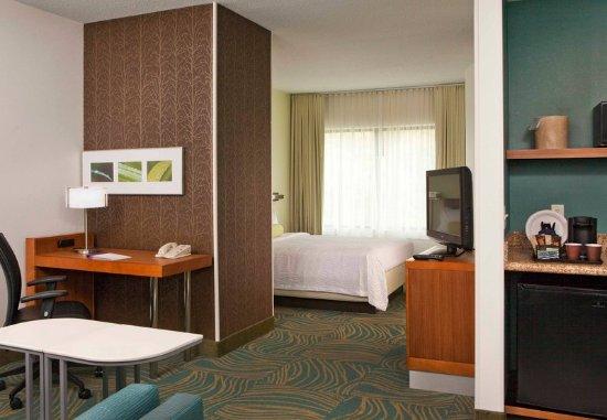 Peabody, MA: Queen Suite
