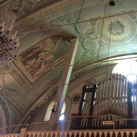 Free Old Montreal Tours : The organ in a beautiful old church down by the water